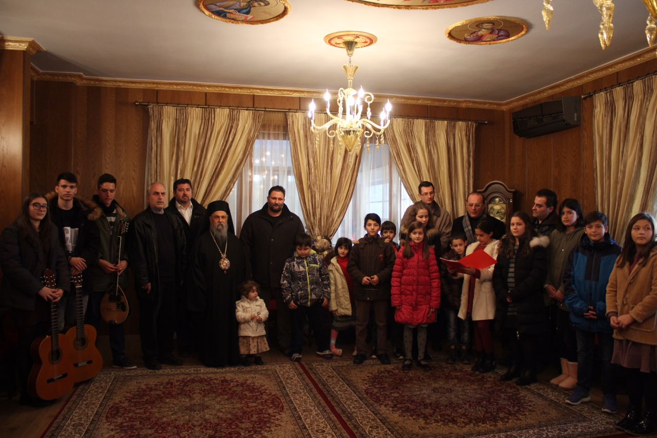 kalanta xmas 2017 12 - Έψαλλαν τα κάλαντα στον Σεβασμιώτατο Μητροπολίτη Λαρίσης & Τυρνάβου κ. Ιγνάτιο (Φώτο)