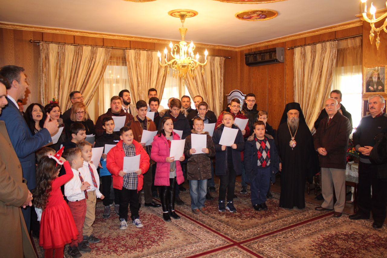 kalanta xmas 2017 14 - Έψαλλαν τα κάλαντα στον Σεβασμιώτατο Μητροπολίτη Λαρίσης & Τυρνάβου κ. Ιγνάτιο (Φώτο)