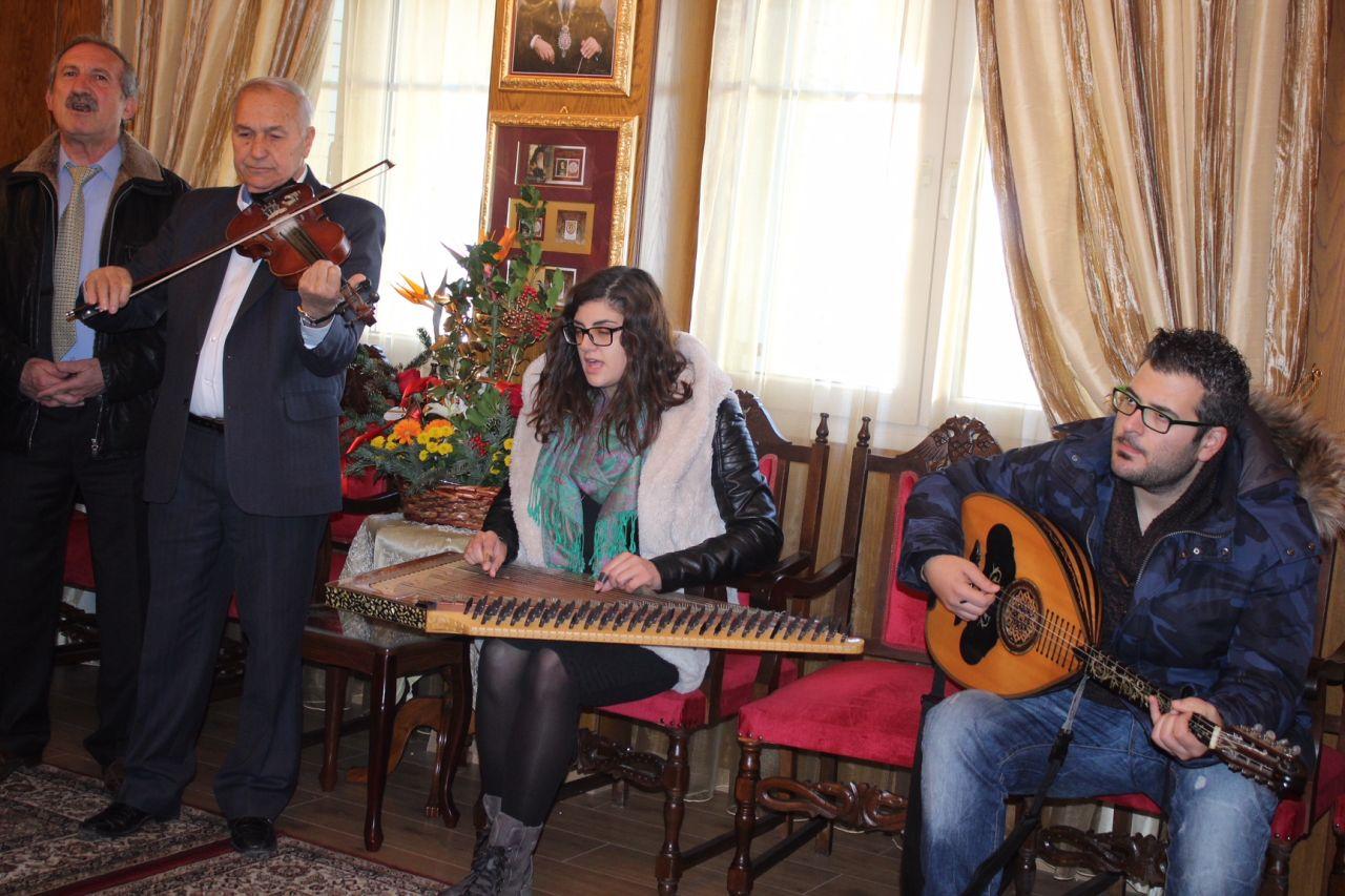 kalanta xmas 2017 4 - Έψαλλαν τα κάλαντα στον Σεβασμιώτατο Μητροπολίτη Λαρίσης & Τυρνάβου κ. Ιγνάτιο (Φώτο)