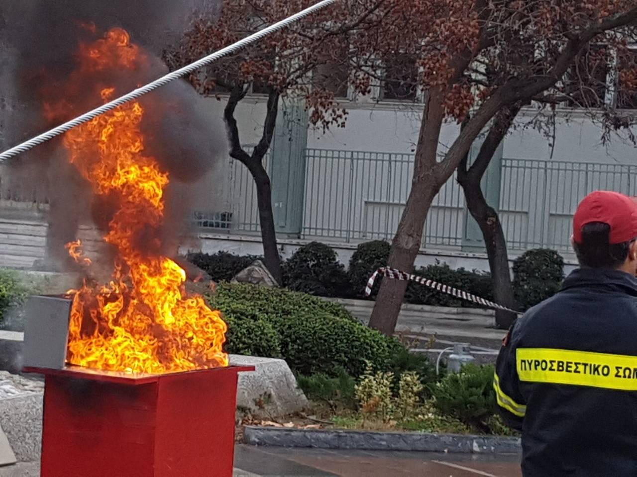 madenlidis pyrosvestikis 23 - O Σεβασμιώτατος ευλόγησε την εντυπωσιακή επίδειξη από την Πυροσβεστικής Υπηρεσίας Λάρισας