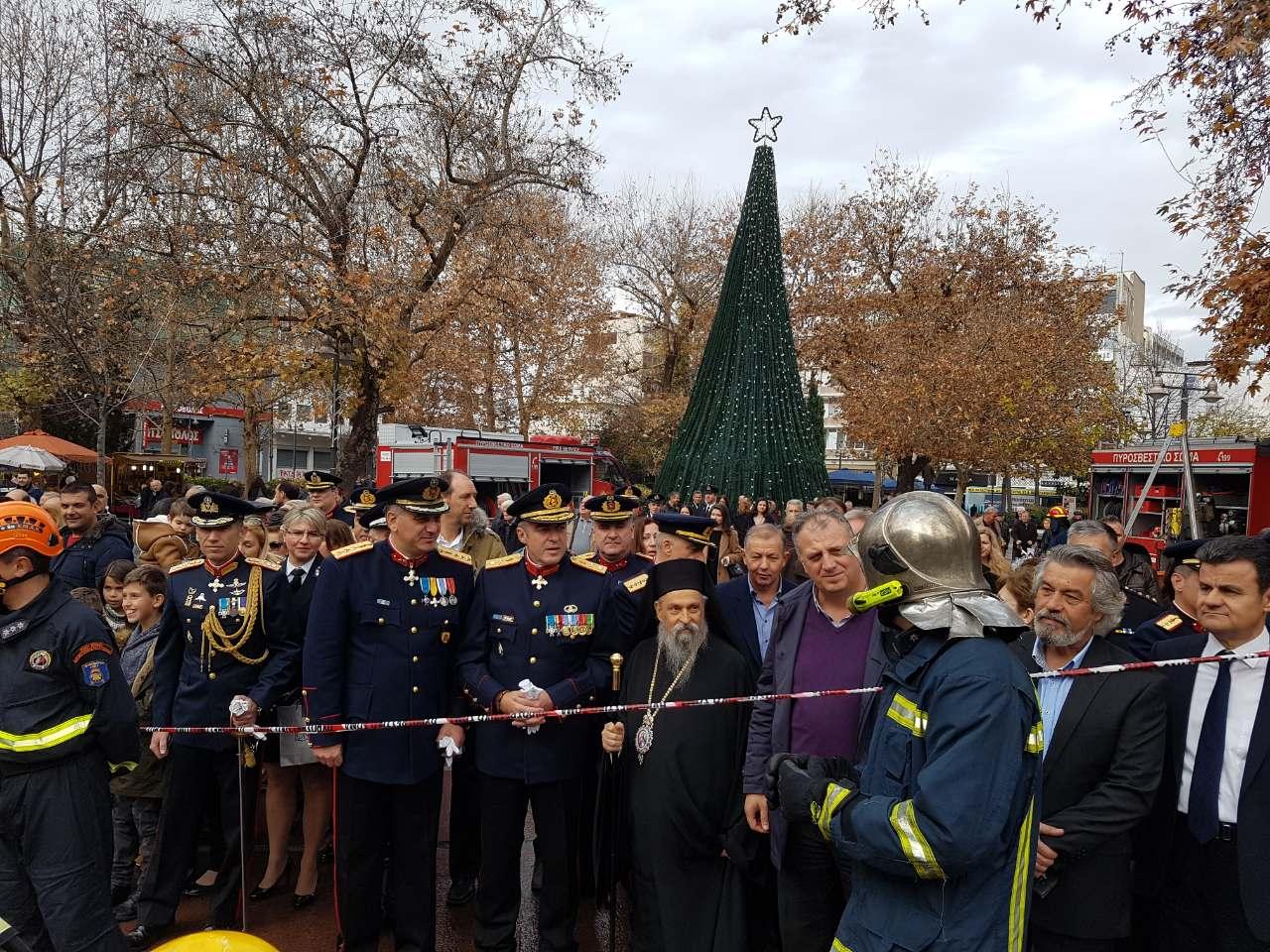 madenlidis pyrosvestikis 24 - O Σεβασμιώτατος ευλόγησε την εντυπωσιακή επίδειξη από την Πυροσβεστικής Υπηρεσίας Λάρισας