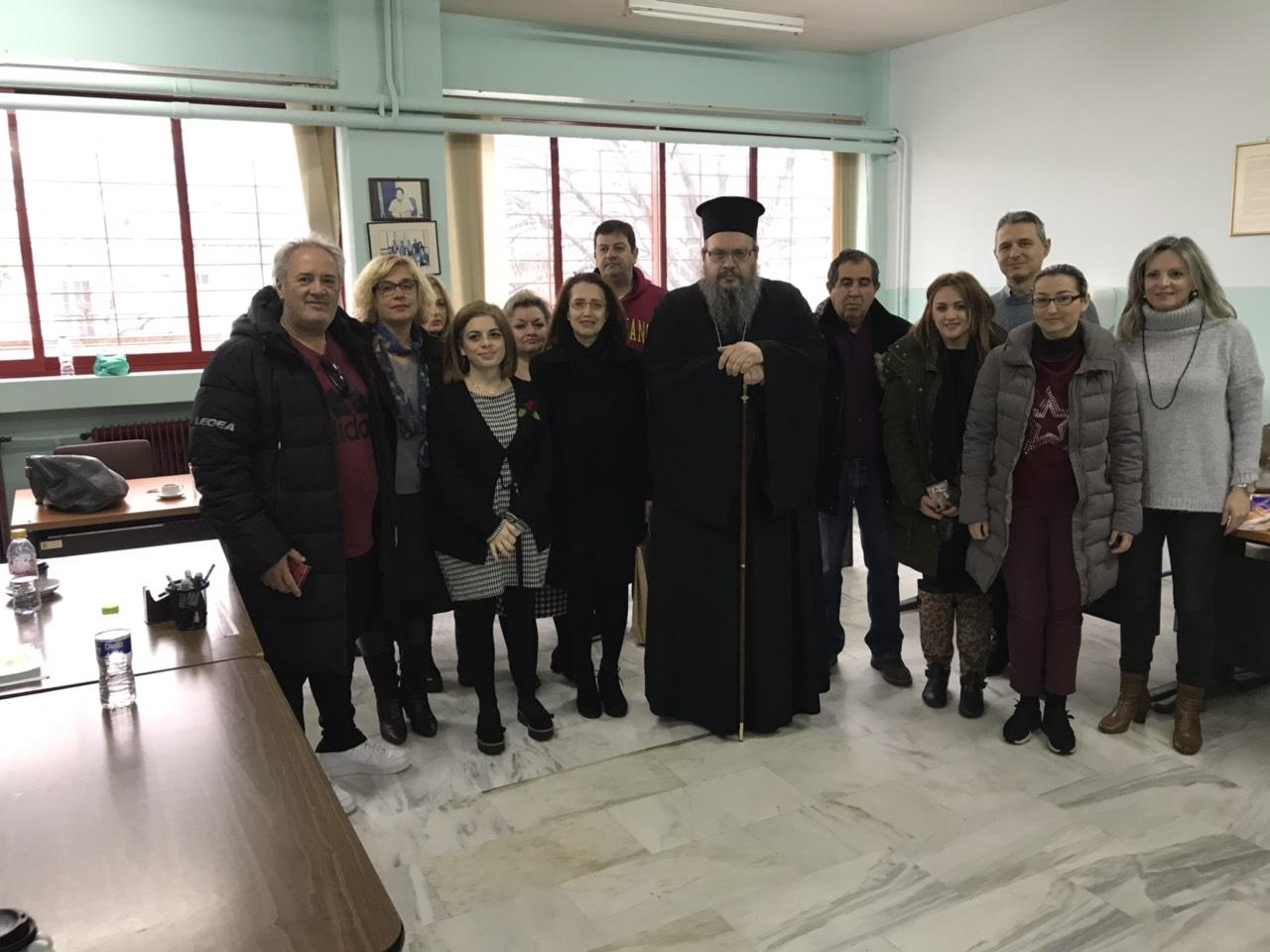 sxolia tirnavos 10 - Σε σχολεία του Τυρνάβου ο Σεβασμιώτατος (φωτ.)
