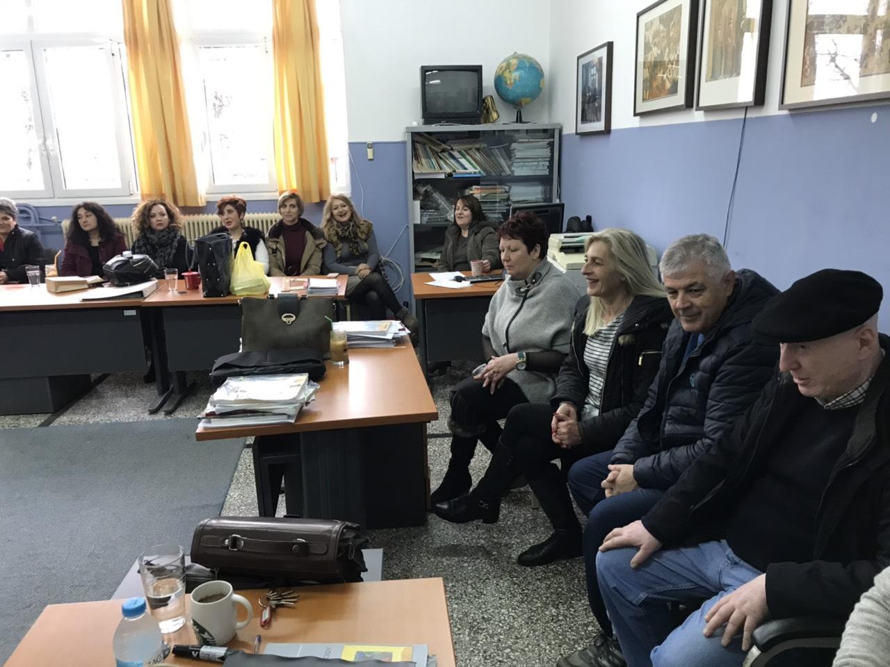 sxolia tirnavos 4 - Σε σχολεία του Τυρνάβου ο Σεβασμιώτατος (φωτ.)