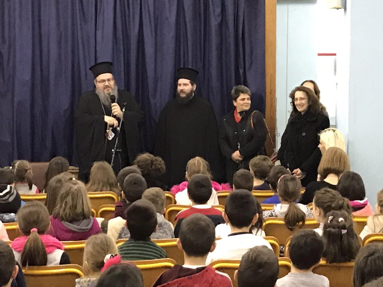 sxolia tirnavos 7 - Σε σχολεία του Τυρνάβου ο Σεβασμιώτατος (φωτ.)
