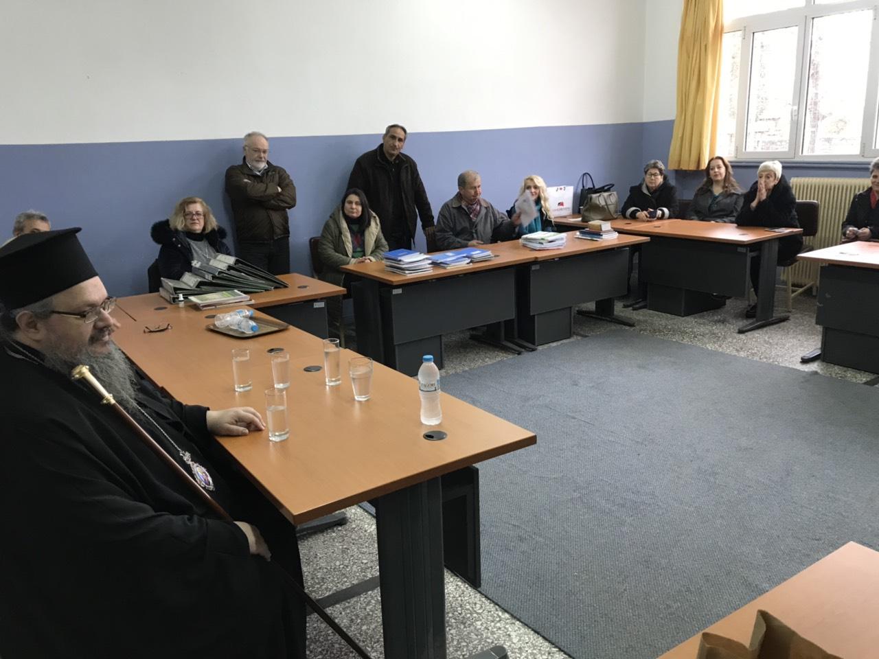 sxolia tirnavos 8 - Σε σχολεία του Τυρνάβου ο Σεβασμιώτατος (φωτ.)