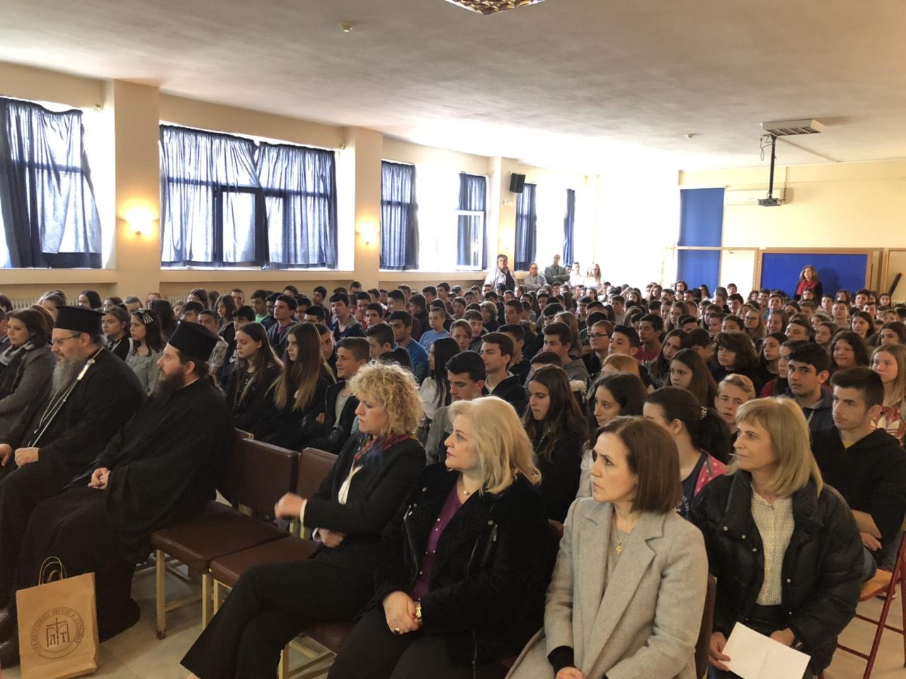 gymnasio ampelona 1 - Ο Σεβασμιώτατος επισκέφθηκε το Γυμνάσιο Αμπελώνα (φωτο)