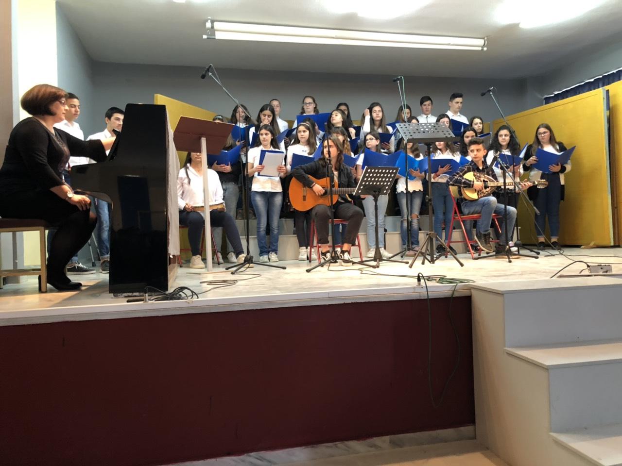 gymnasio ampelona 4 - Ο Σεβασμιώτατος επισκέφθηκε το Γυμνάσιο Αμπελώνα (φωτο)