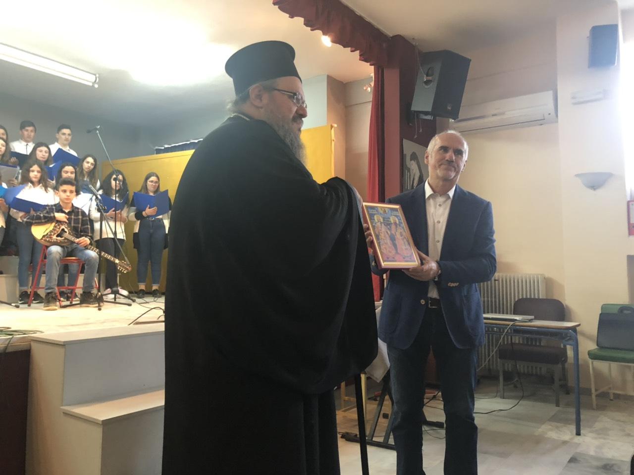 gymnasio ampelona 6 - Ο Σεβασμιώτατος επισκέφθηκε το Γυμνάσιο Αμπελώνα (φωτο)