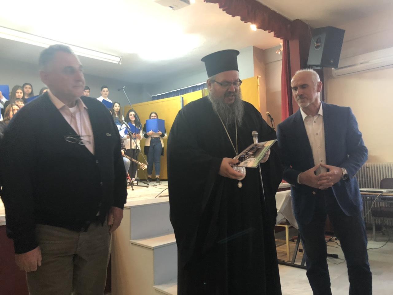 gymnasio ampelona 7 - Ο Σεβασμιώτατος επισκέφθηκε το Γυμνάσιο Αμπελώνα (φωτο)