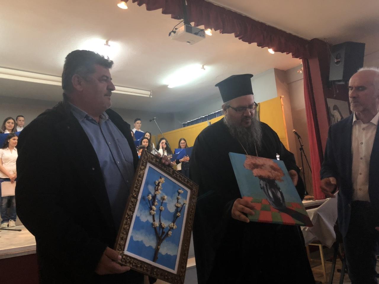 gymnasio ampelona 8 - Ο Σεβασμιώτατος επισκέφθηκε το Γυμνάσιο Αμπελώνα (φωτο)