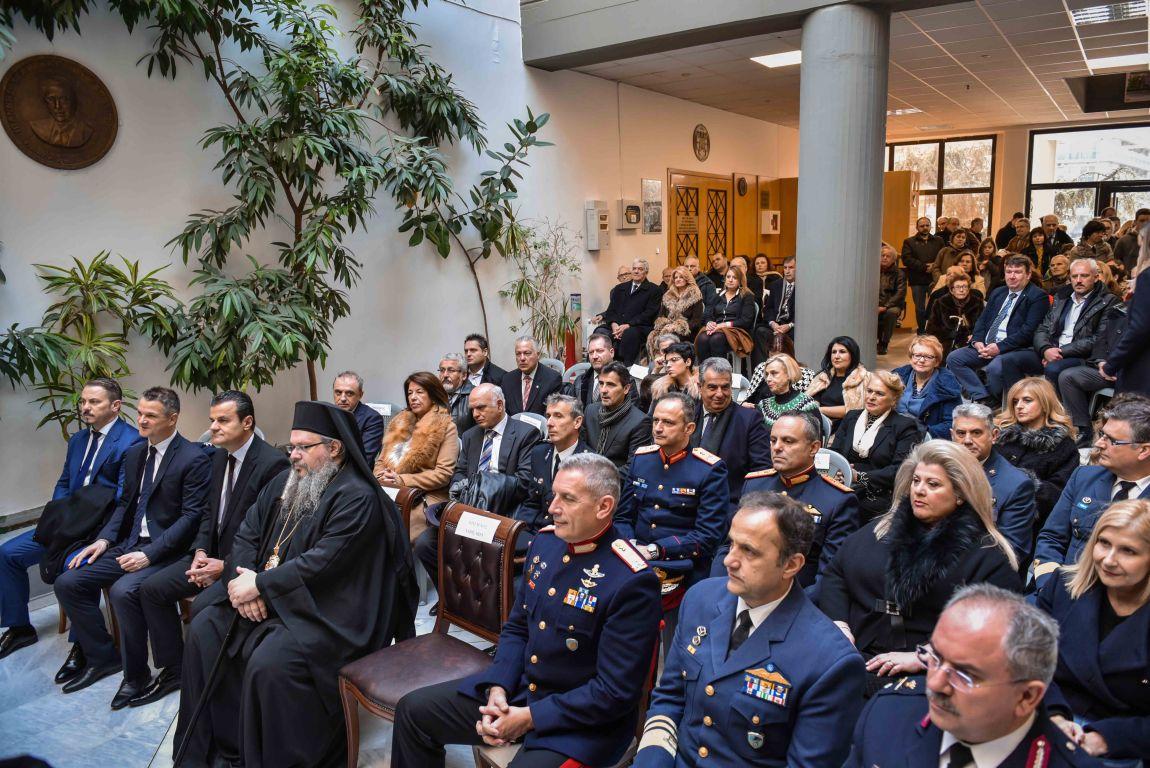 pita dimos 2020 7 - Ο Σεβασμιώτατος ευλόγησε την Βασιλόπιτα του Δήμου Λαρισαίων