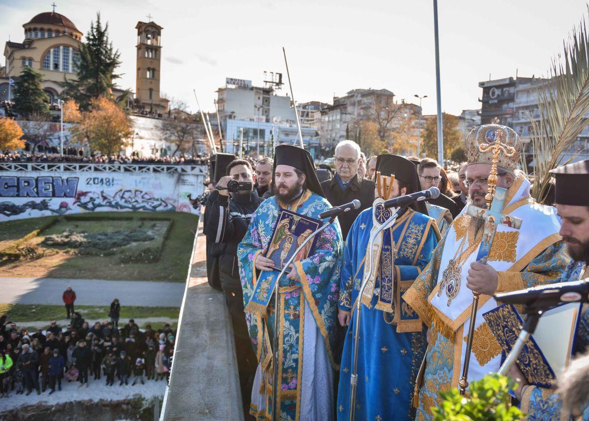 theofaneia 2020 5 - Θεοφάνεια στον Άγιο Αχίλλιο και Αγιασμός των Υδάτων του Πηνειού ποταμού