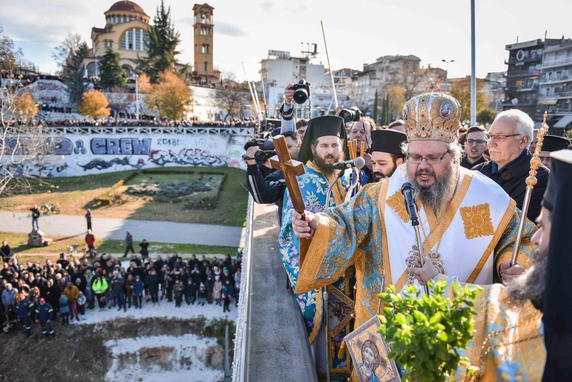 theofaneia 2020 9 - Θεοφάνεια στον Άγιο Αχίλλιο και Αγιασμός των Υδάτων του Πηνειού ποταμού