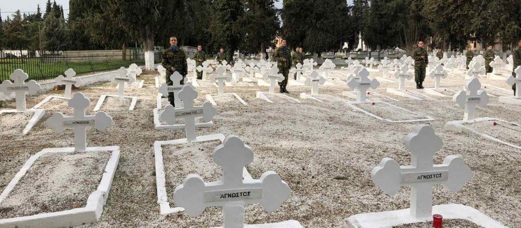 Τρισάγιο Στο Στρατιωτικό Κοιμητήριο Της Πόλεως