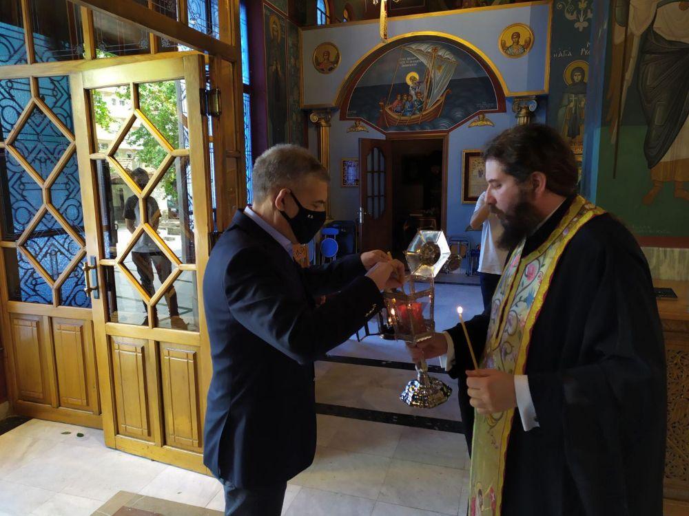 AgioFos 2021 2 - Λάρισα: Ήρθε το Άγιο Φως στον Άγιο Νικόλαο