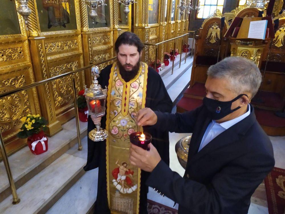 AgioFos 2021 4 - Λάρισα: Ήρθε το Άγιο Φως στον Άγιο Νικόλαο